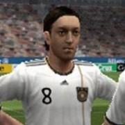 ZOOM -> Pro Evolution Soccer 2012 (PSP)